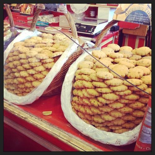 I biscotti burro e cannella nel padiglione della Francia   Fiera del Levante 2014